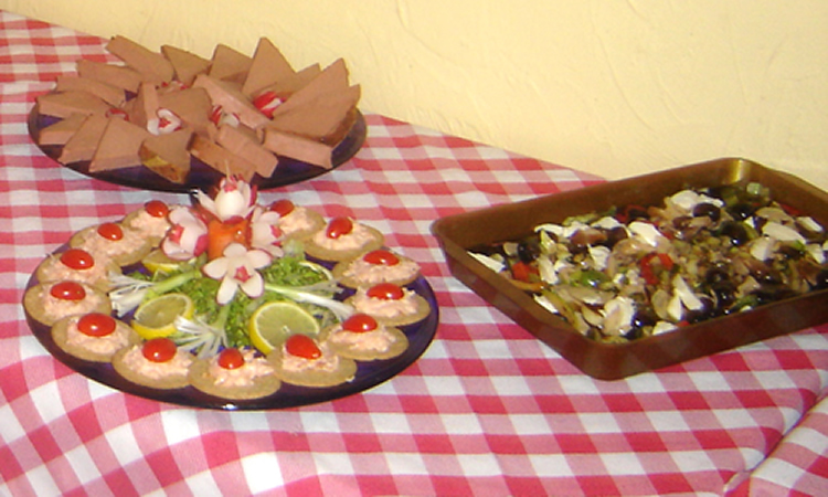 Buffett meals are available for special events or parties